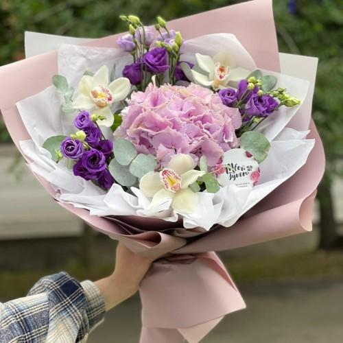 Купить на заказ Букет гортензия с орхидеей  с доставкой в Сатпаеве