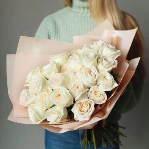 Купить на заказ Букет из 31 белой розы с доставкой в Сатпаеве