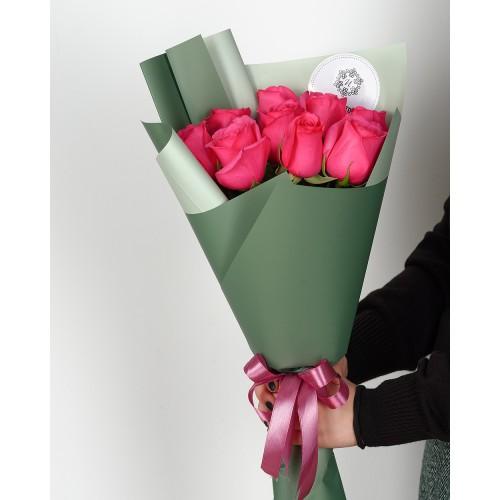 Купить на заказ Букет из 7 розовых роз с доставкой в Сатпаеве