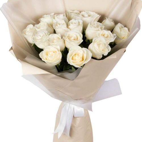 Купить на заказ Букет из 19 белых роз с доставкой в Сатпаеве