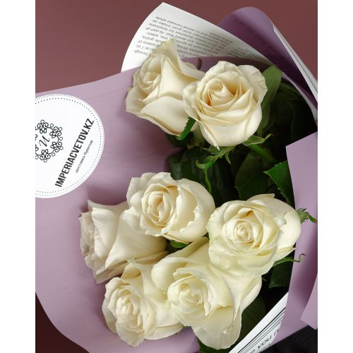 Купить на заказ Букет из 7 белых роз с доставкой в Сатпаеве