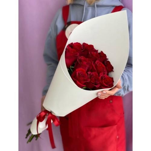 Купить на заказ 15 красных роз с доставкой в Сатпаеве