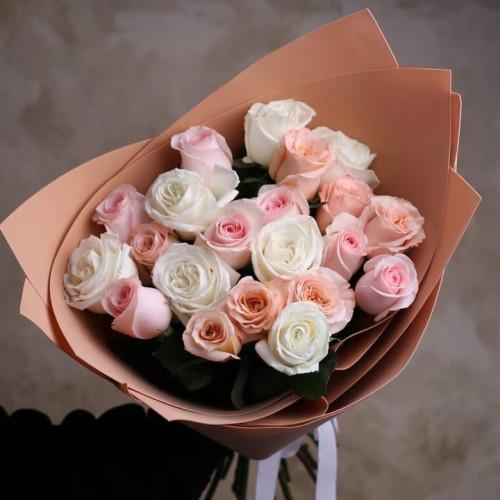 Купить на заказ Букет из 21 розы (микс) с доставкой в Сатпаеве