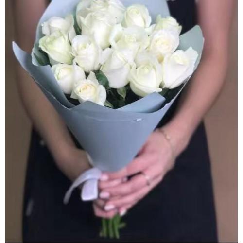 Купить на заказ 15 белых роз с доставкой в Сатпаеве
